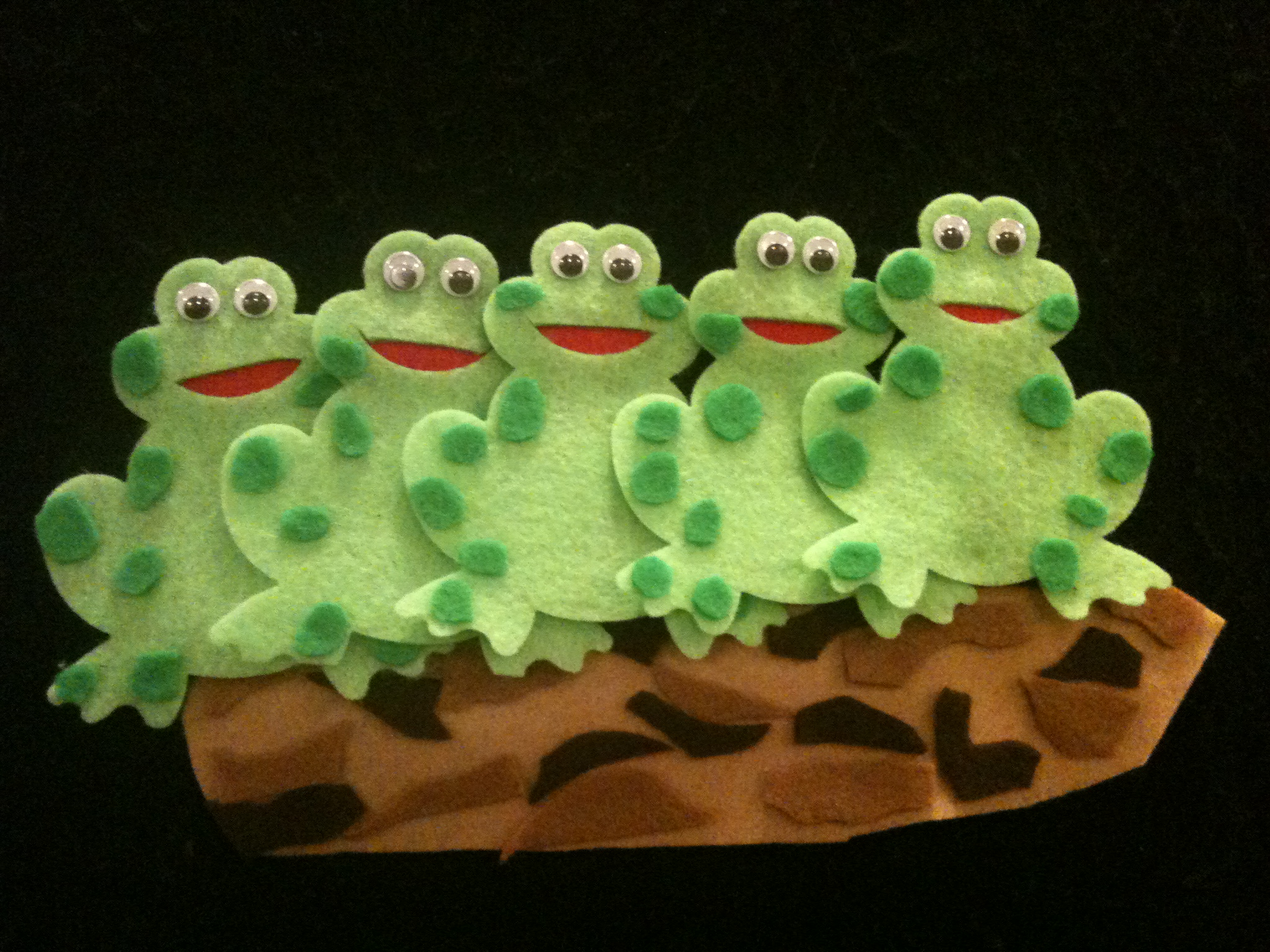song 5 frogs on a log snack