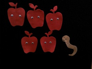five red apples felt board