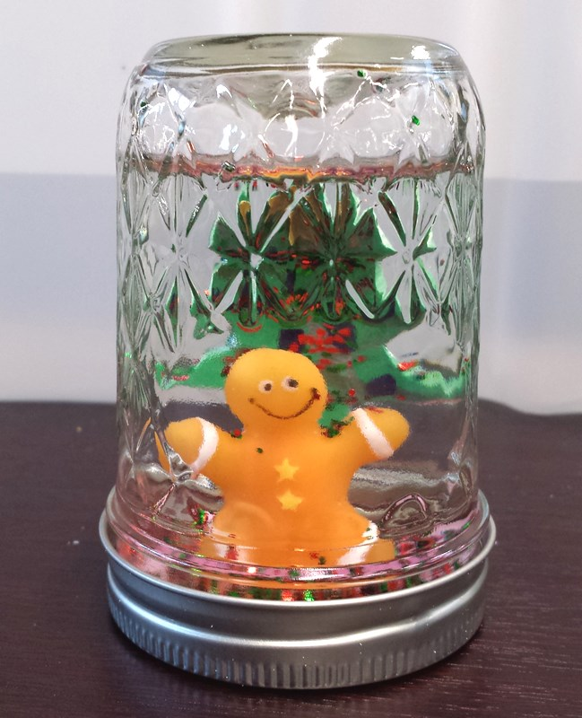 Gingerbread man snowglobe by Yolanda S. age 15