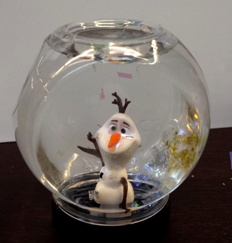 Olaf snowglobe